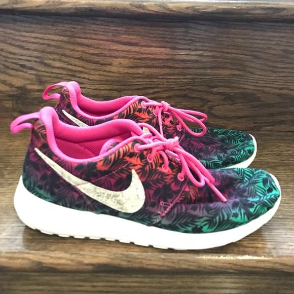 421b2bff3427 Nike Roshe One Print Pink (GS) Big kids Shoes 6.5Y.  M 5ada398605f430b4e81382e7